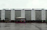 Витебчане требуют убрать с их дома советский лозунг