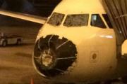 Поврежденный градом самолет совершил экстренную посадку в Денвере