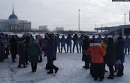 Матери вышли на протесты в Нур-Султане