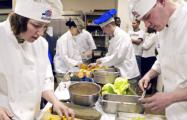 «В Минске поваров приходится учить чуть ли не как чистить картошку»