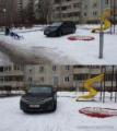 Toyota в минской Малиновке припарковалась на детской площадке