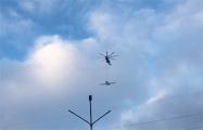 Фотофакт: Над Минском снова замечен вертолет с самолетом на подвеске