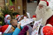 Три почтальона в США под видом бедных детей получали подарки от Санты