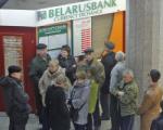 В Минске массово меняют рубли на валюту