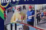 Марафонец с бело-красно-белым флагом попал на билборд в Бресте