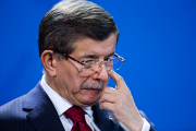 Турецкий премьер назвал союзниковАсада преступниками