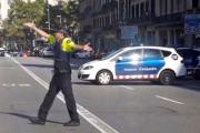 СМИ сообщили о наезде автомобиля на трех барселонских полицейских