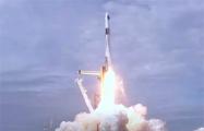 SpaceX Илона Маска впервые запускает астронавтов на орбиту: видеотрансляция