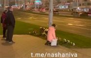 Минчане несут цветы к мемориалу Героя Беларуси Александра Тарайковского