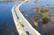 Видео с дрона: У переправы через Припять образовались гигантские очереди