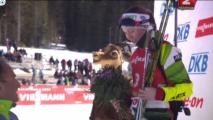 Домрачева выиграла масс-старт на этапе Кубка мира по биатлону