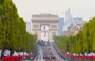 Фотофакт: В Париже отмечают День взятия Бастилии