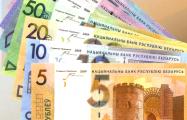 На торгах 22 февраля рубль сдал к доллару