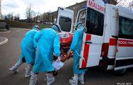 Видеофакт: в Новолукомле медики в защитных костюмах забрали студентку