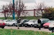 Видеохит: Обезумевший лукашист пытается сбить дрон дубинкой