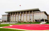 Испуганный Лукашенко стягивал сегодня спецтехнику к своей резиденции