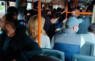 Минчане продолжили акцию протеста в троллейбусе