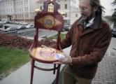 «Агрогламурный» стул Пушкина все-таки запретили