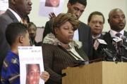 В США адвокаты обвинили убитого полицией подростка в неосторожности