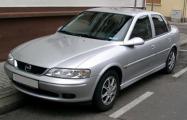 Видеофакт: Таможенники один за другим изъяли четыре автомобиля Opel с перебитыми VIN-номерами