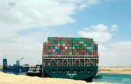 Гигантский контейнеровоз стоит поперек Суэцкого канала четвертые сутки: фоторепортаж