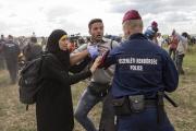 В Венгрии произошла массовая стычка беженцев с полицией