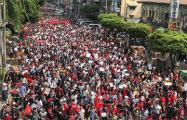 «Долой диктатуру!»: в Мьянме начались непрерывные акции протеста