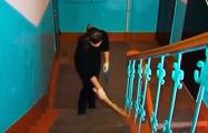 Минчане: В подъездах не убирают, а платить за чистоту приходится