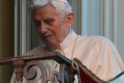 Бенедикт XVI опроверг слухи о своем свержении с папского престола