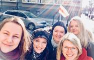 Беларускі зладзілі сэлфі-сэсію побач з домам консула БНР у Празе