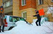 Белорусов обяжут убирать снег вокруг личных авто