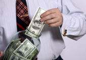 Белорусы снова понесли деньги в банки