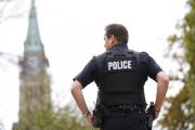 Канадским военным запретили носить форму на публике