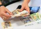 Зарплаты бюджетникам планируют повысить в мае и сентябре