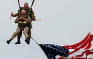 97-летний ветеран повторил свой прыжок с парашютом в небе Нормандии