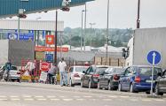 Ситуация на польской границе: въезжающим измеряют температуру и просят заполнить анкету