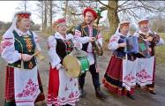 Белорусские артистки, ставшие звездами на YouTube, работают в деревенском клубе