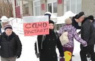 «Путин, не игнорь!»: Почему жители российского города вышли к мэрии с вилами