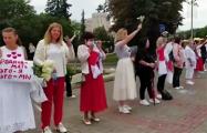 На площади Победы уже собираются участницы Гранд-парада женских миротворческих сил