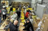 Канадцы упаковали более 600 коробок с гуманитарной помощью для Беларуси