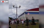 На ледовом дворце в Горках вывесили бело-красно-белый флаг