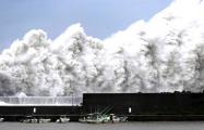 Видеофакт: В Японии бушует мощнейший тайфун «Джеби»