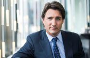 Брестская «чулочка» отправила премьер-министру Канады носки