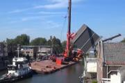 В Нидерландах два строительных крана рухнули на дома