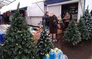 Продавец на рынке под Минском: Торговля не ахти, но одноразовые маски берут лучше, чем новогодние атрибуты