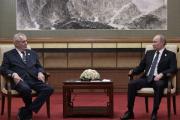 Президент Чехии отказался от помощи переводчика на встрече с Путиным