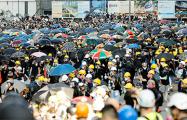 В Гонконге сотни тысяч демонстрантов вспомнили о «революции зонтиков»