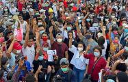 Военный переворот в Мьянме: воскресные протесты стали самыми массовыми за 14 лет