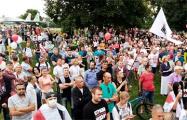 В Пинске глава горисполкома вышел на переговоры с тысячами протестующих
