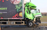 Под Белыничами фура врезалась в военный грузовик с людьми и перевернула его, сорвав кузов